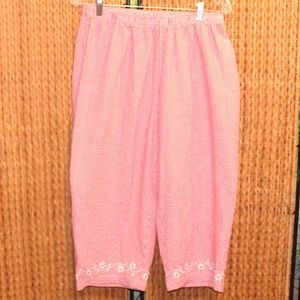 Red and White XL Elastic Waist Pull On Capris EUC